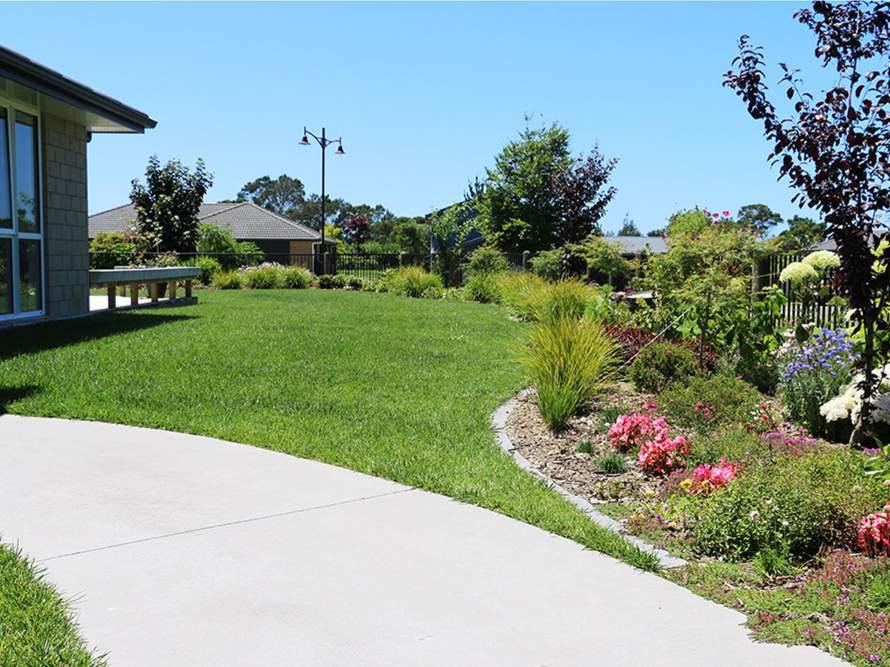 Lawn-Fertility-maintenance-Or-Restoration-06